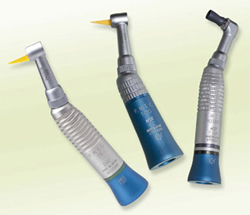 隣接面(歯と歯の間)の清掃、研磨